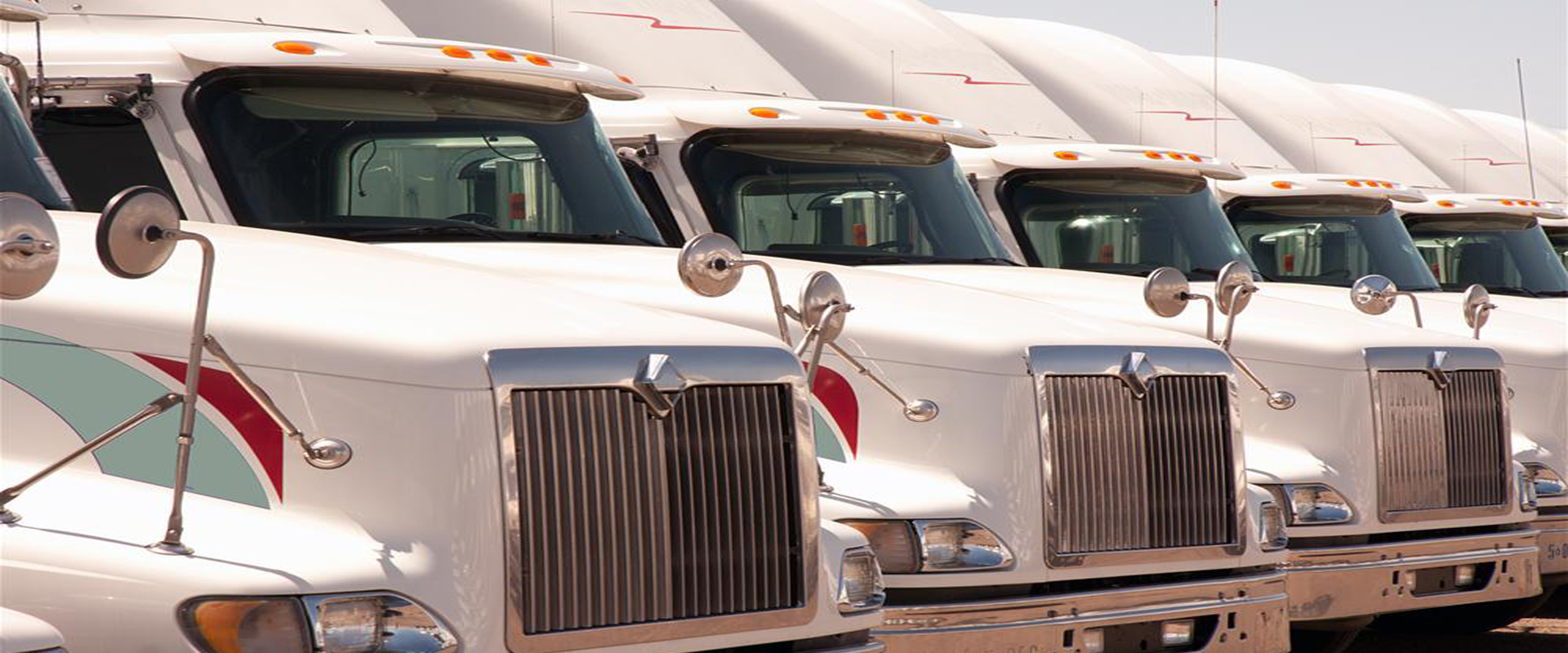 Fleet Washing For Tractor Trailers SemiTrucks St Louis MO_Slider